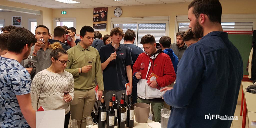 """Dégustation de vins par l'association """"le grand cercle des vins de bordeaux"""""""