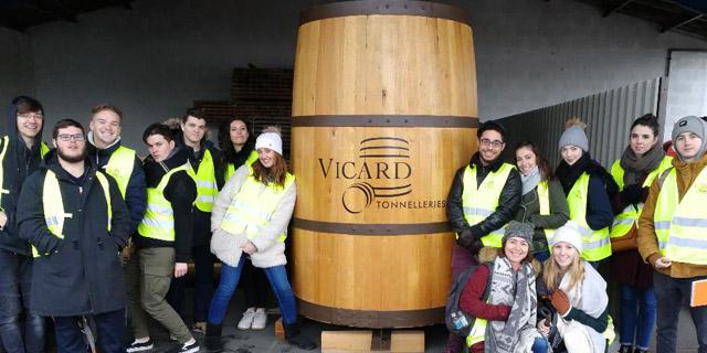 La MFR de Vayres visite la tonnellerie Vicard